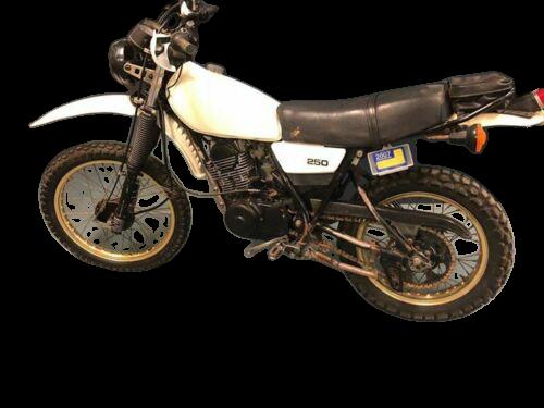 Yamaha XT 250 1980 removebg preview